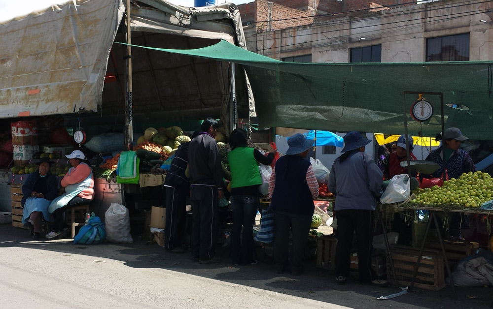 Image of produce market in Puno.