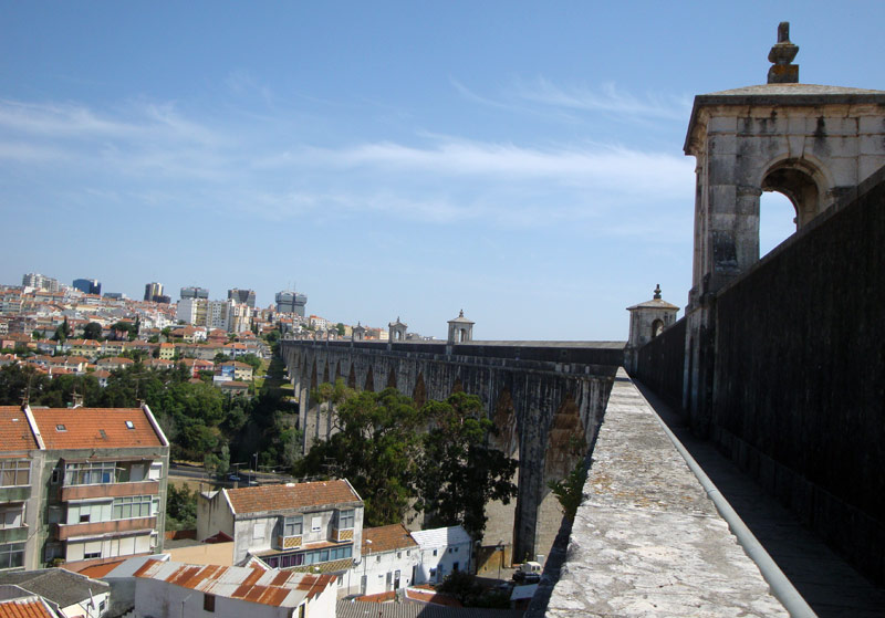 Image of The Lisbon aqueduct.