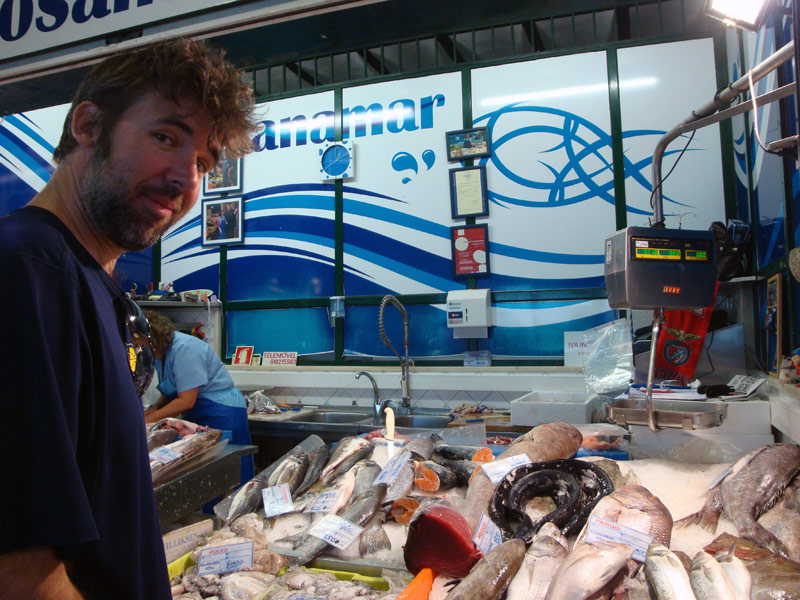 Image of Mark buying tuna at Mercado da Ribeira.
