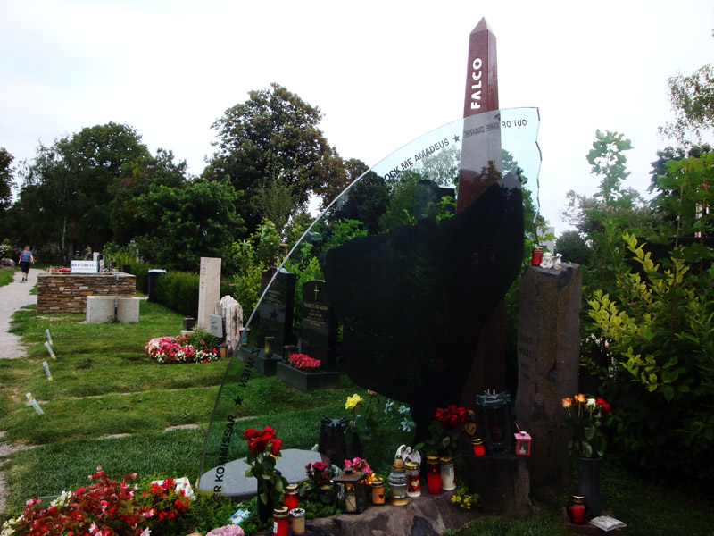 Image of Falco's grave